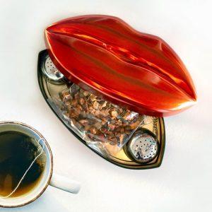 Ge bort en puss - Presentask med frukt-te, Röd